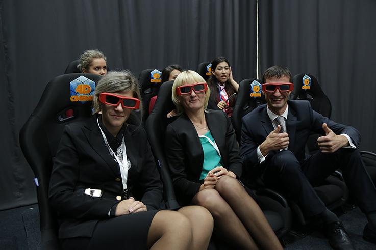 Установка 5D кинотеатра и демонстрация панорамных фильмом 360 градусов