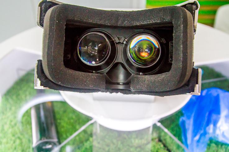 """Инсталляция виртуальной реальности """"Микроскоп времени"""""""